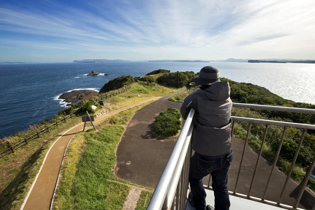 生月島の断崖絶壁にそびえるのが、大バエ灯台
